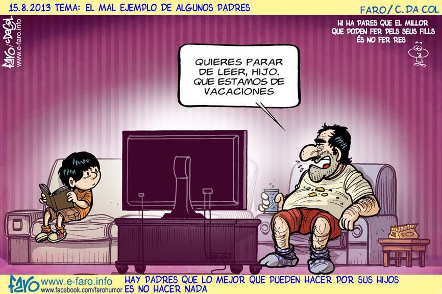 130815-JU-padre.hijo.leer.vacaciones.television.sofa% - Humor salmón